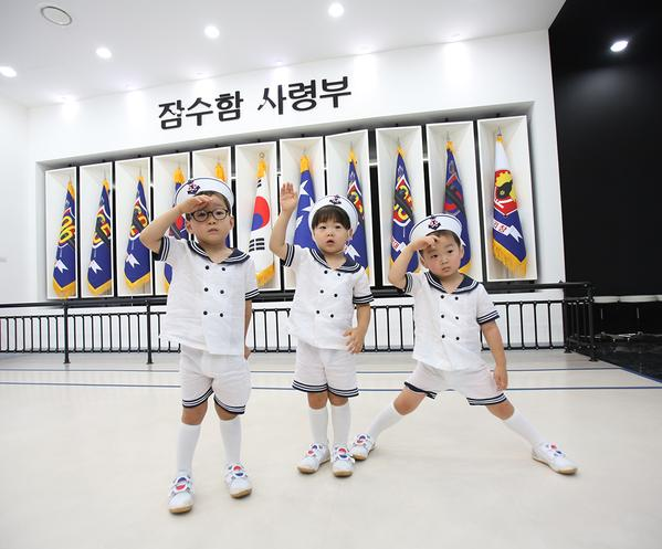 song-triplets-on-Korean-independence-day-from-Song-Il-Gooks-twitter-2